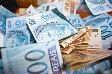 Assinado projeto do auxílio financeiro de R$ 2 bi para os municípios