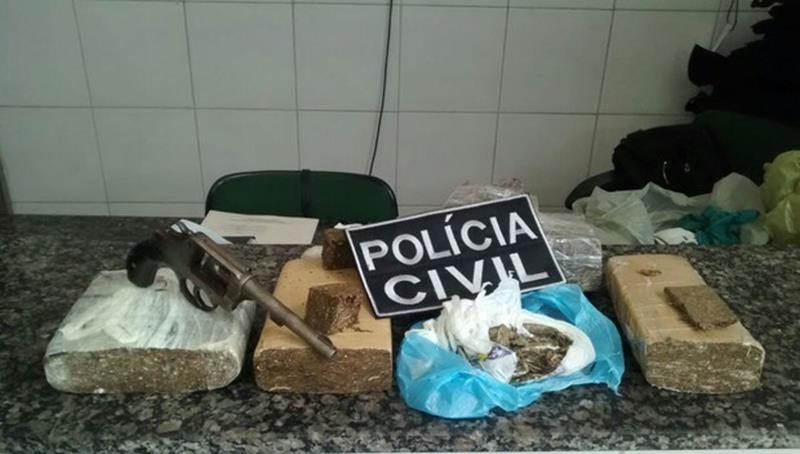 """Armas e drogas apreendidas durante a operação """"Cartel de Cáli"""" Foto: Divulgação: Polícia civil do Crato"""