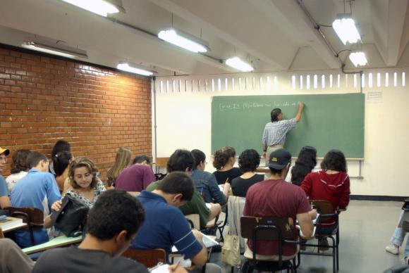 Pesquisa mostra desejo de mudanCa da sala de aula tradicional, com carteiras enfileiradas