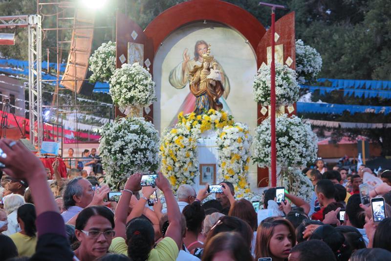 Procissao marca encerramento da festa de Nossa Senhora da Penha (1)