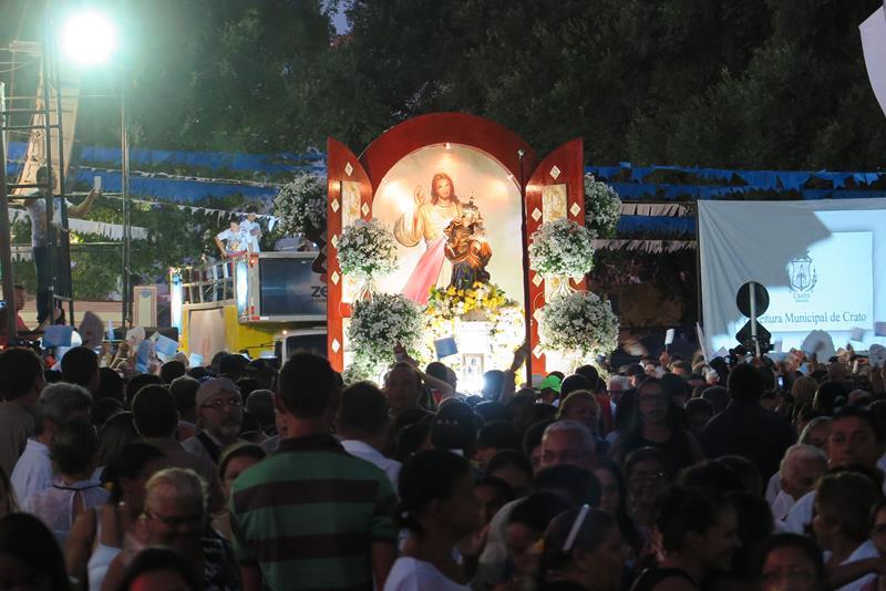 Procissao marca encerramento da festa de Nossa Senhora da Penha (3)