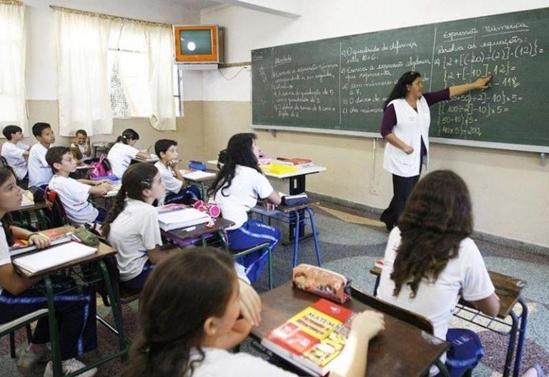 Mais de 1.700 professores da rede estadual serão promovidos até maio