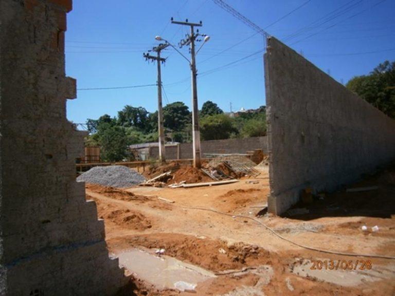 Cidadão cobra conclusão de  obras na Vila Lobo em Crato Foto-Jota Lopes_Arquivo Caririceara.com