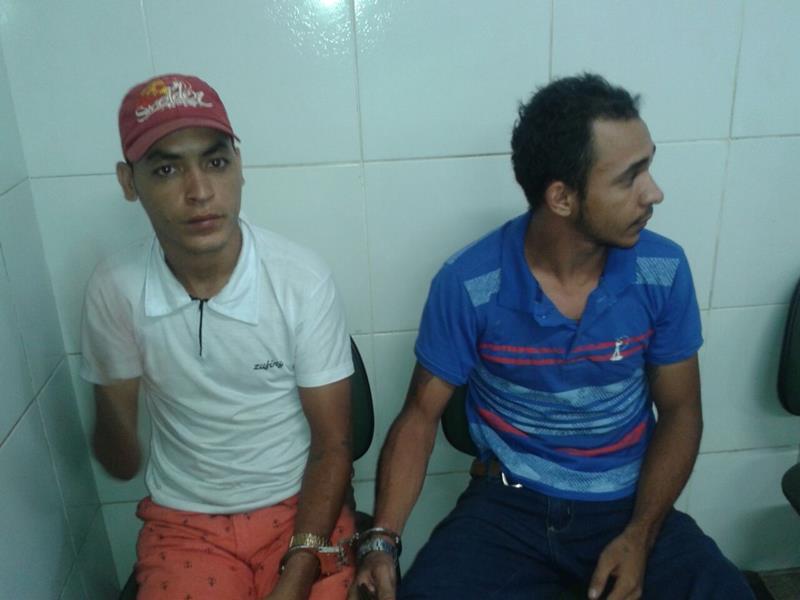Acusado de tráfico de drogas é preso armado de revólver em Juazeiro na companhia de um comparsa. (3)