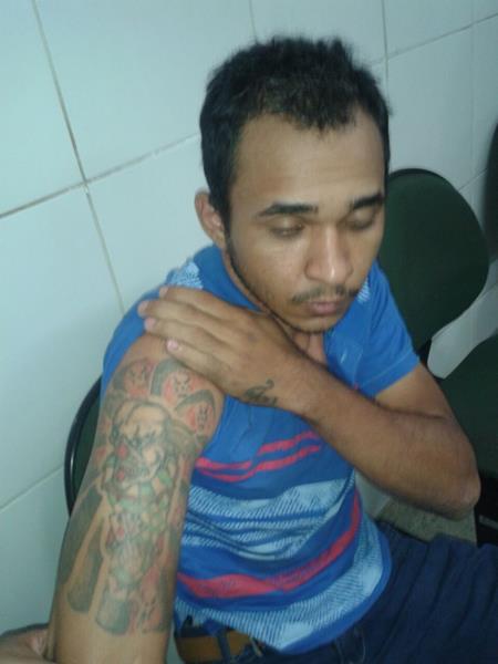 Acusado de tráfico de drogas é preso armado de revólver em Juazeiro na companhia de um comparsa. (4)