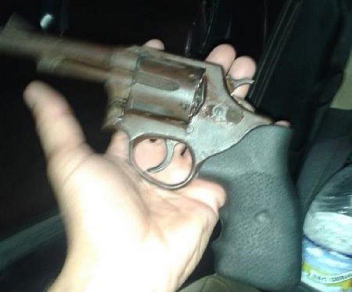 Acusado de tráfico de drogas é preso armado de revólver em Juazeiro na companhia de um comparsa. (5)