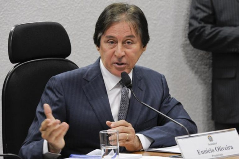 Contratos com a União ampliam fortuna de Eunício Oliveira