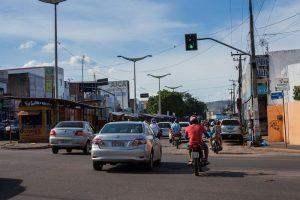 Demutran Juazeiro faz Mudança no cruzamento da Avenida Aílton Gomes com a Castelo Branco foto Helio Filho (1)