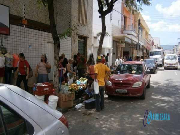 Comerciante realiza protesto contra aumento no número de ambulantes no Centro do Crato