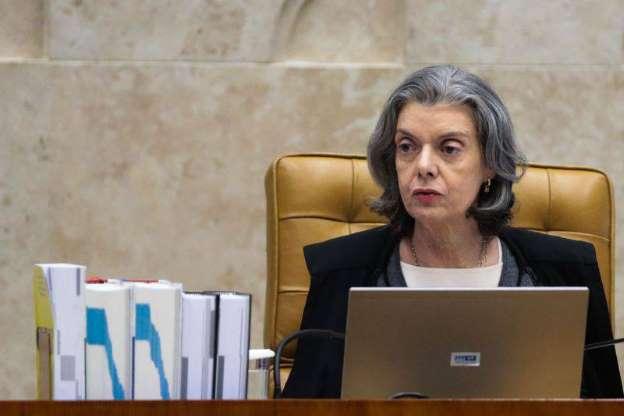 Cármen Lúcia critica suposta espionagem de Temer contra Fachin