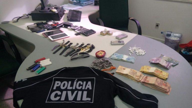 """Em Lavras da Mangabeira,  """"Operação Ricochete"""" prende trio com drogas, dinheiro, relógios e celulares"""