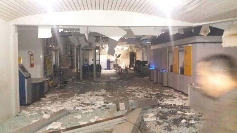 Quadrilha destrói parcialmente agência bancária, aterroriza cidade de Assaré-CE e foge com cerca de 50 mil reais em dinheiro