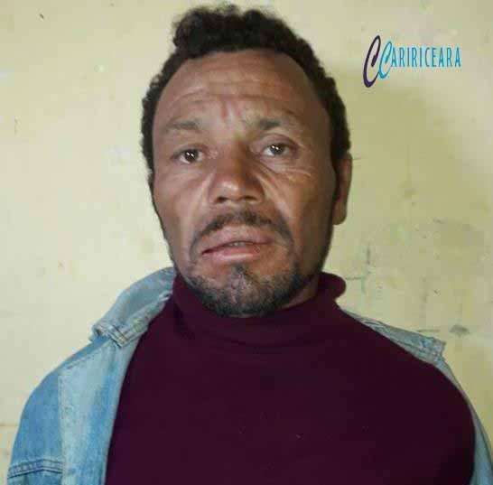 Após matar colega de farra a facadas agricultor é preso pela policia militar, em Salitre.