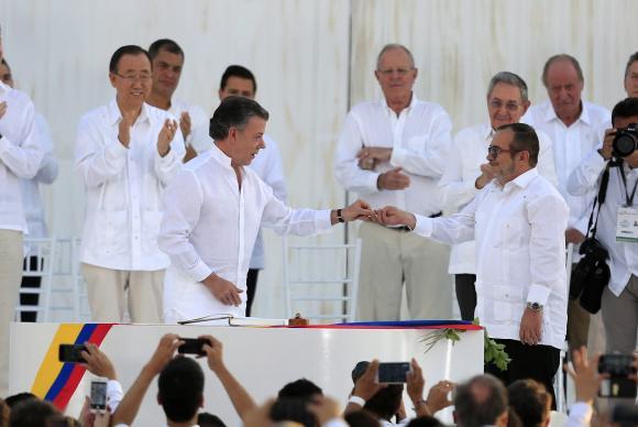 Chefes das Farc viajam a Cuba para discutir plataforma política