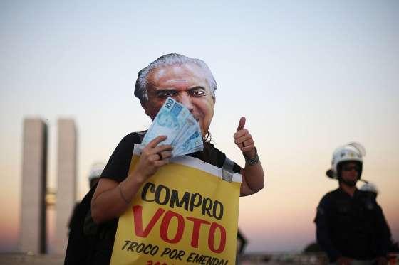 Após ofensiva com deputados, Temer enterra denúncia na Câmara