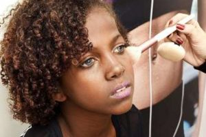 A beleza da menina com síndrome rara que está encantando o mundo