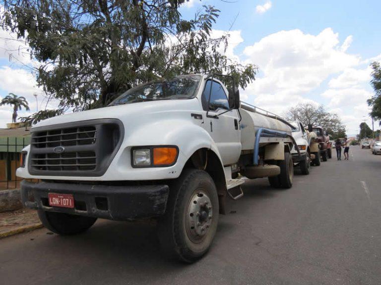 Crato recebe veículos para a Operação Carro Pipa