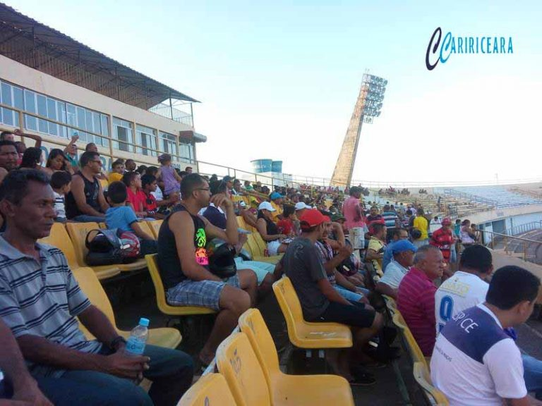 ESTATUTO DO TORCEDOR Ministério Público defende aplicação do Estatuto do Torcedor que proíbe a liberação da venda e consumo de bebidas alcoólicas no interior dos estádios de futebol