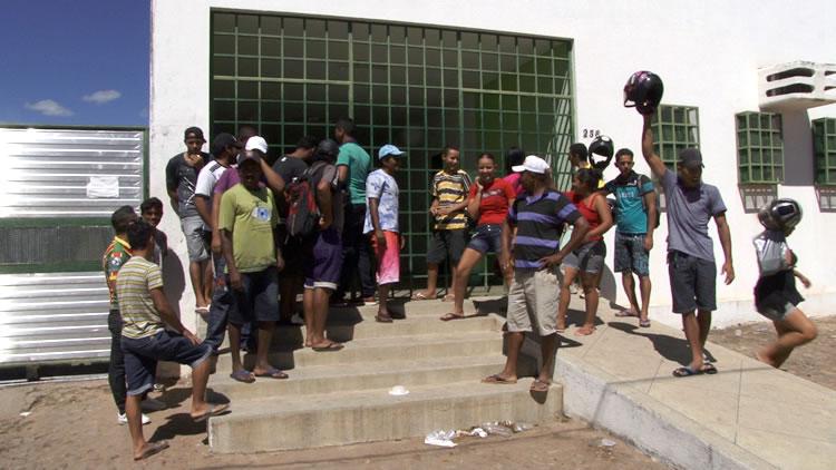 Garis  de Juazeiro  do Norte paralisam recolhimento por falta de recebimento de salários