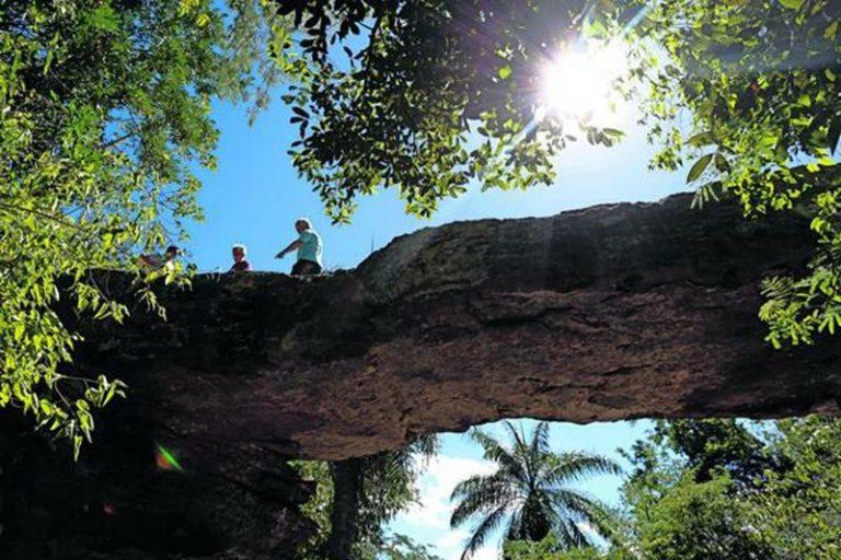 PATRIMÔNIO EM RISCO Fotos confirmam rachaduras na Ponte de Pedra em Nova Olinda