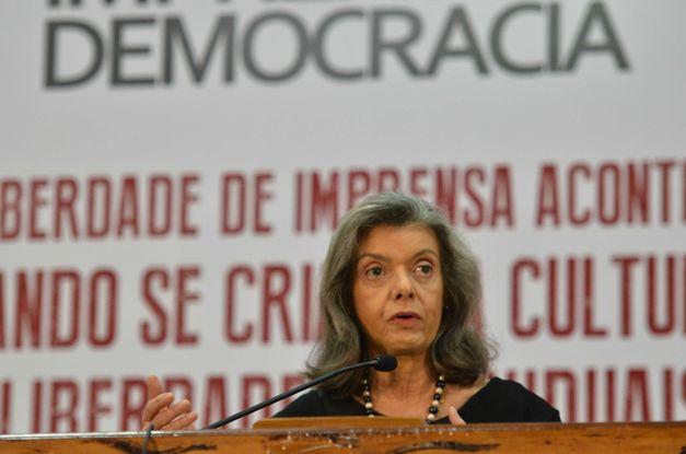 Cármen Lúcia diz que machismo e preconceito sustentam violência contra mulher