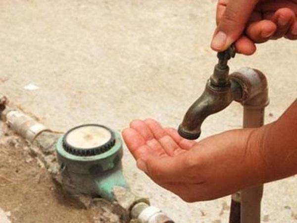 Moradores de diversos bairros de Juazeiro do Norte sofrem com a constante falta de água