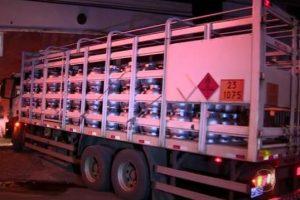 Bandidos tomam de assalto caminhão com carga de gás de cozinha avaliada em 100 mil reais, em Assaré