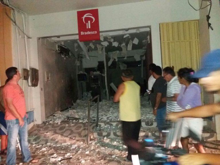 Criminosos explodem duas agências bancárias em Potengi  no cariri cearense