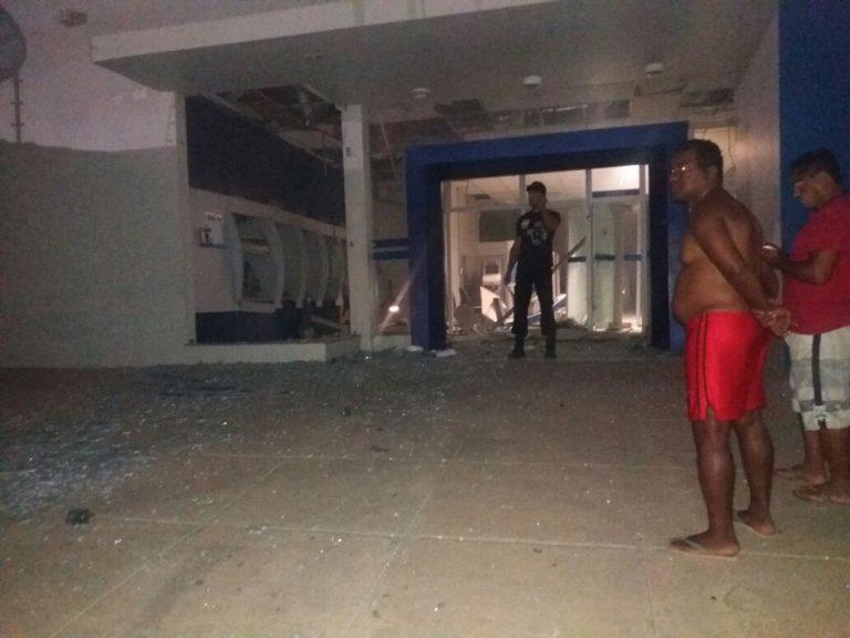 Bandidos explodem agência da Caixa Econômica em Campos Sales
