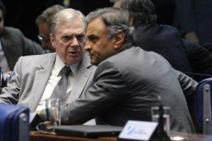 Aécio afasta Tasso da presidência do PSDB e indica Goldman para o cargo