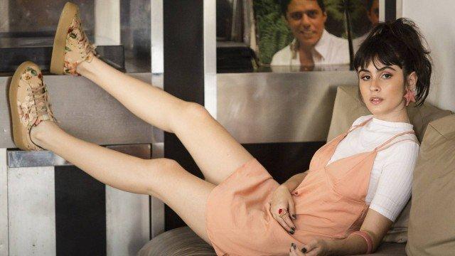 Rosa Millennial: A atriz Valentina Herszage, de 'Pega Pega', mostra looks versáteis com a cor