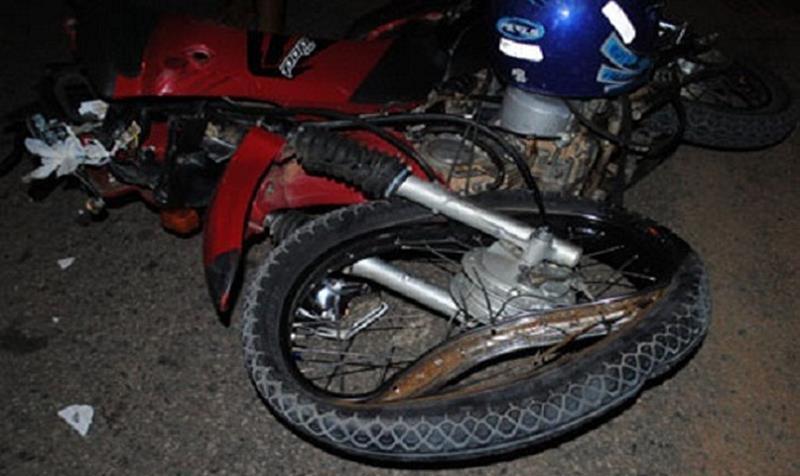 Motociclista morre após seu veículo colidir com poste de iluminação publica, em Salitre