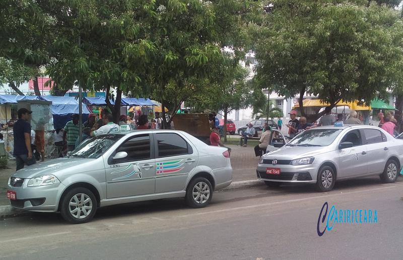 Após reunião entre taxistas e gestão municipal, aumento inesperado nas taxas pagas pela categoria sofrerá redução