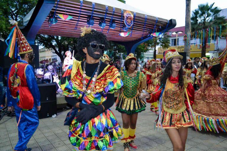 Carnaval do Crato renova o espírito das festas tradicionais e exalta a cultura do Cariri