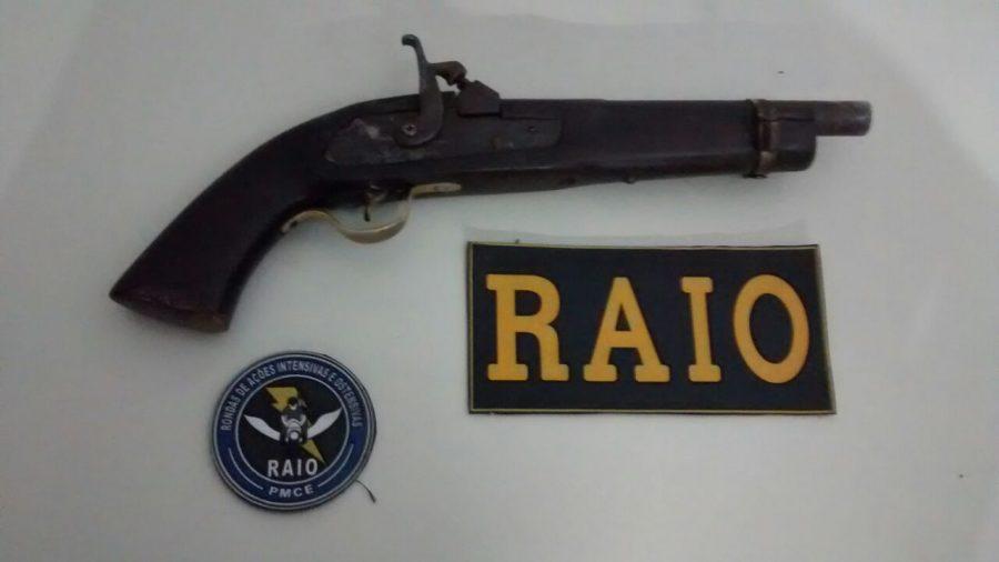 Em Juazeiro, vítima reage a roubo enquanto equipe do RAIO se aproxima e ladrões fogem deixando arma de fogo para trás