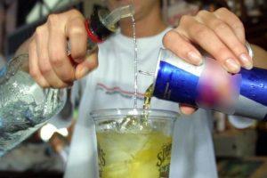 Misturar energético com álcool deixa batimentos cardíacos desregulados