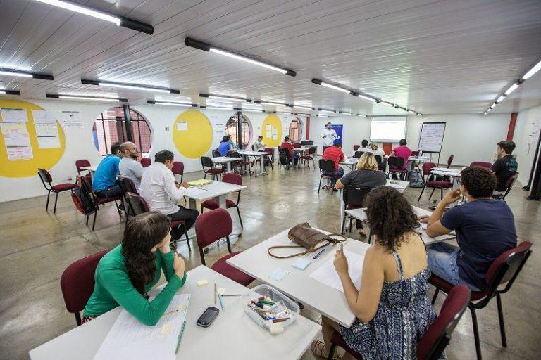 Jovens empreendedores participam de workshop Design Thinking