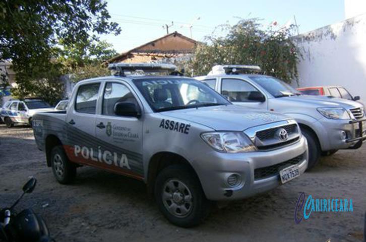 Pai e filho presos em Assaré após crime de ameaça a vizinho motivado por divida de R$ 20,00
