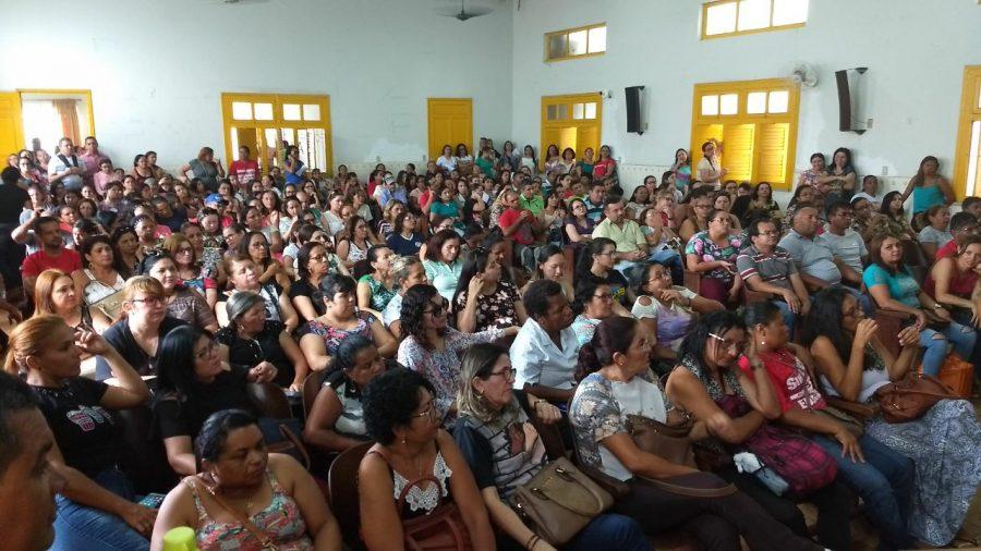 Servidores municipais da educação do Crato decretam estado de greve