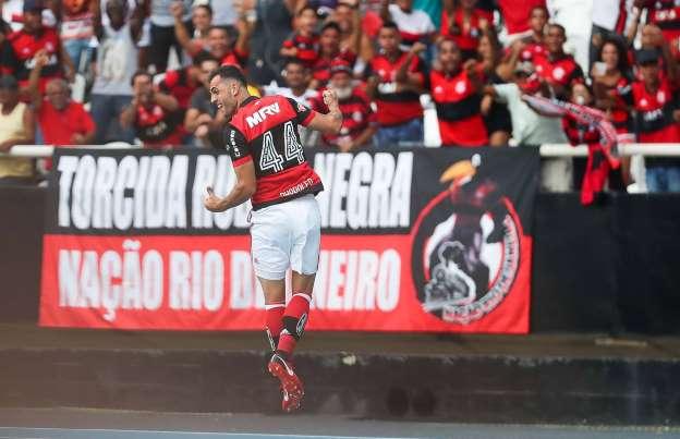 Flamengo vence o Botafogo com erro da arbitragem e Vinícius Jr expulso