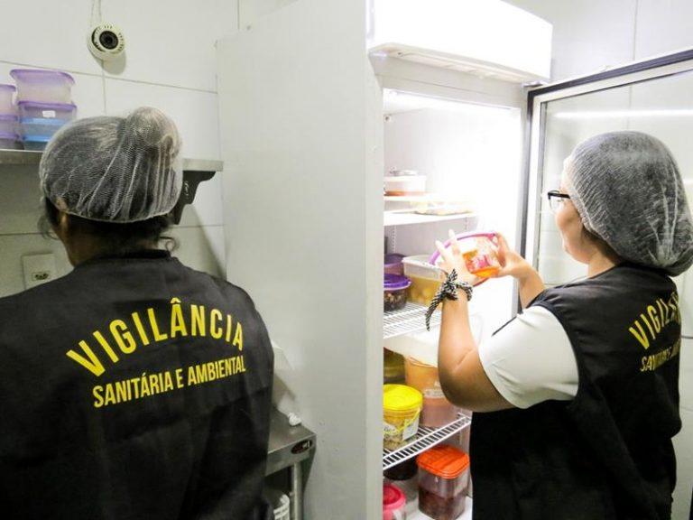 Equipe da Vigilância Sanitária do Crato realiza vistoria em restaurantes