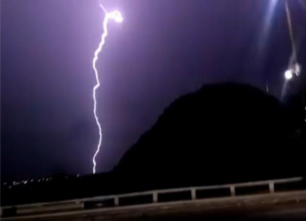 Mais de 9 mil raios atingiram o Ceará em fevereiro, diz Enel