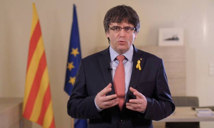 Puigdemont desiste temporariamente de candidatura à presidência da Catalunha