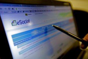 Empregadores domésticos têm até hoje para pagar guia de março do eSocial