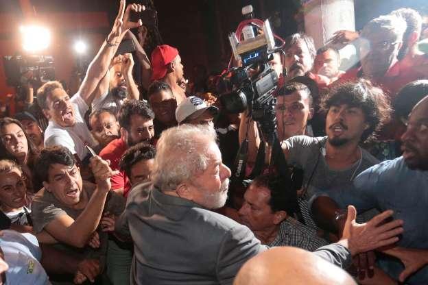 Lula se entrega à PF mais de 24h após prazo final; siga repercussão