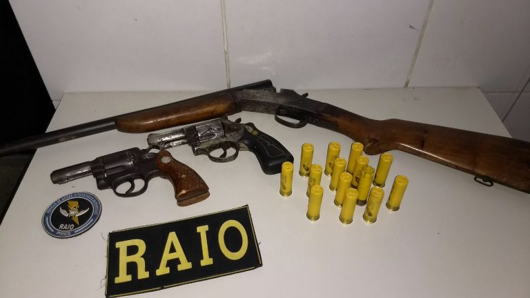 Polícia efetua apreensões de três armas de fogo e munições  calibre .40 e 20 na zona rural de Barbalha