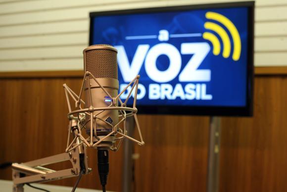 Sancionada lei que flexibiliza horário de A Voz do Brasil
