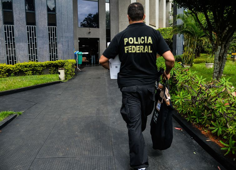 Polícia Federal faz operação contra crimes na internet