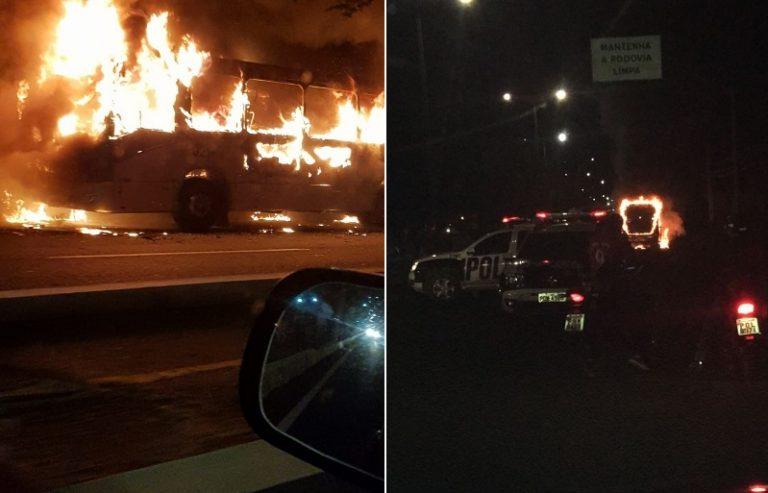 Bandidos incendeiam ônibus da empresa Via Metro em Juazeiro do Norte