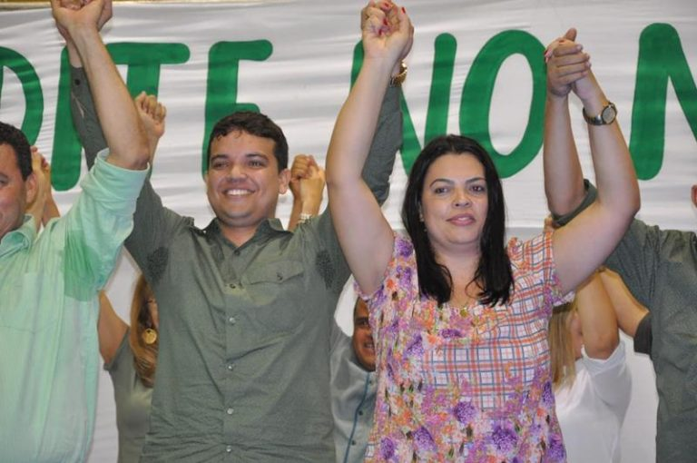 Milhares de pessoas conclamaram Pedro Henrique e Bibiane Sampaio em Santana do Cariri